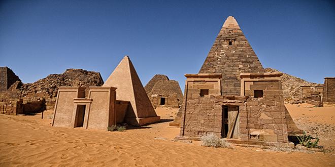 pirámide con templo