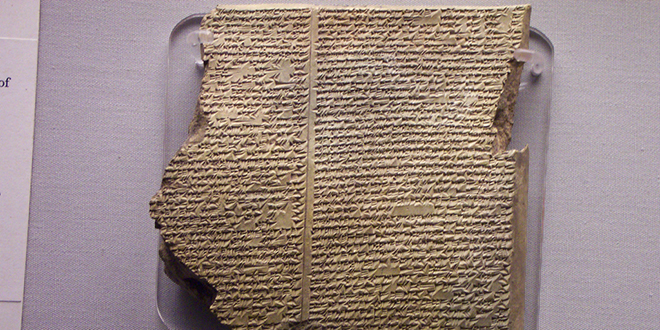 Fragmento de una tablilla, en donde se lee parte de la historia de la inundación, de la epopeya de Gilgamesh