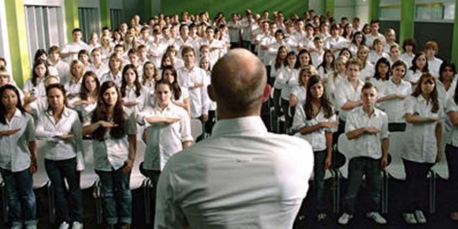 """""""La ola"""" (2008, Dennis Gansel) - Una película basada en los hechos que desencadenó el profesor Jones"""