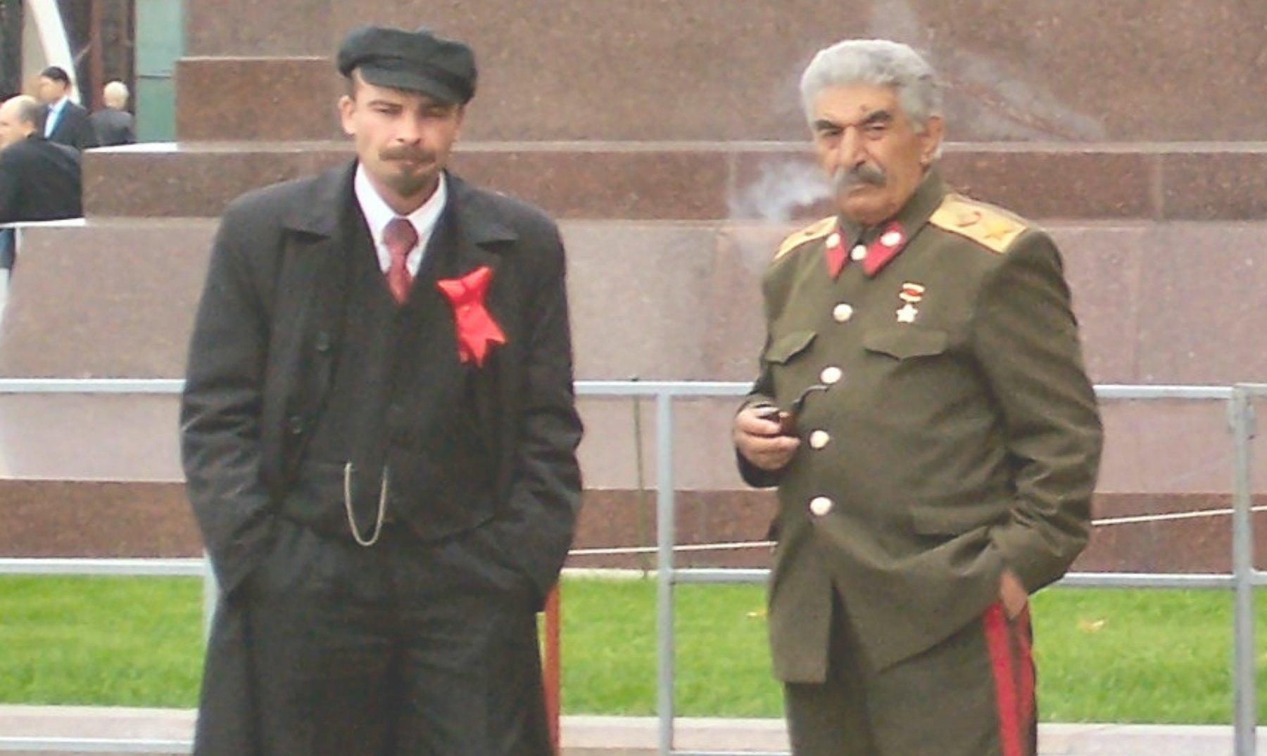 Dos dobles de Lenin y Stalin