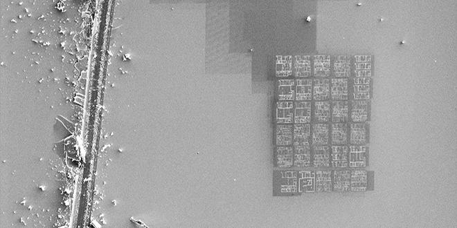 El libro más pequeño, impreso con haz de iones