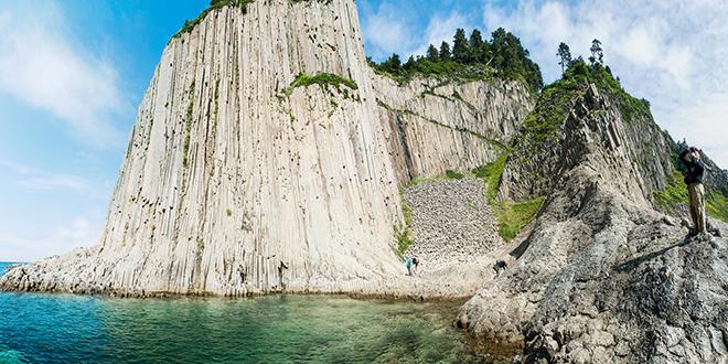 Columnas de basalto en la isla Kunishir