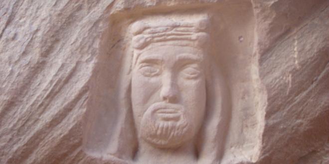Efigie de Lawrence de Arabia tallada en piedra