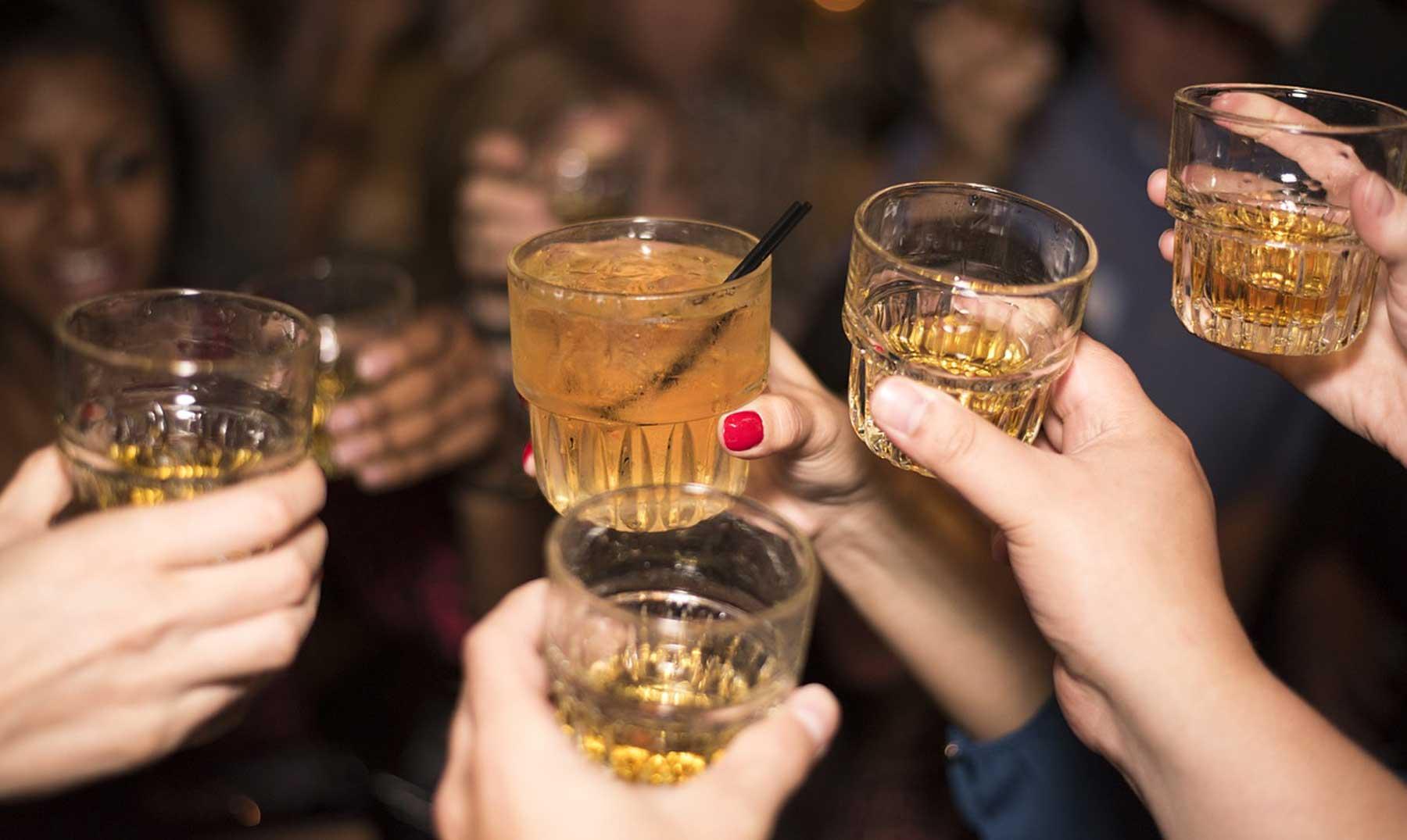 Bebidas alcohólicas que más y menos engordan