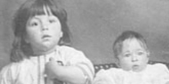 Millvina Dean (derecha) y su hermano (izquierda), entre 1912 y 1913.