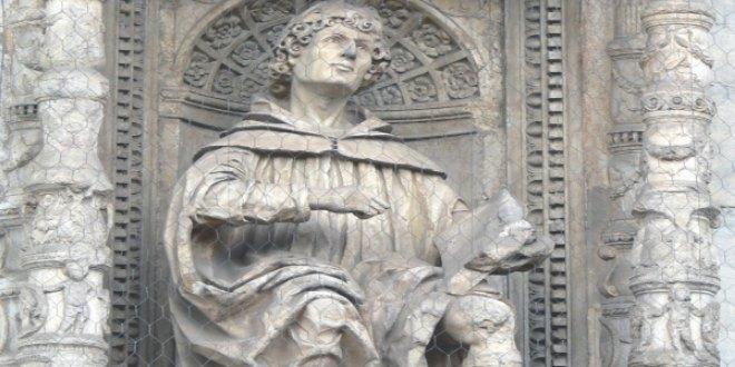 Estatua de Plinio el Joven en santa María la Mayor, Florencia