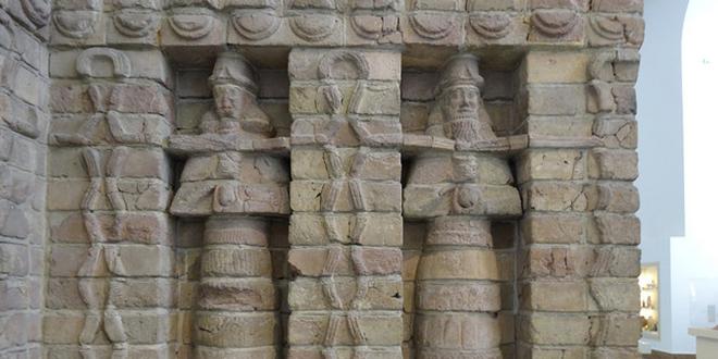 relieves en templo