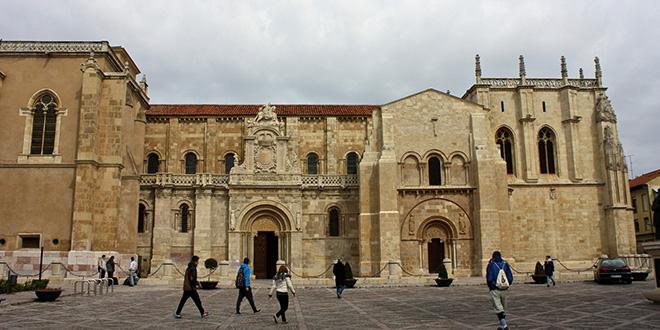 Basílica de San Isidoro, en León, donde el rey Alfonso IX convocó la Cura Regia