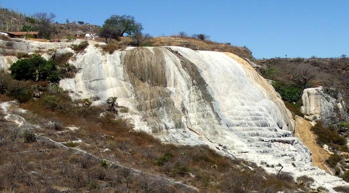 Conoce las espectaculares cascadas petrificadas de México