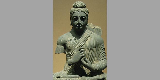 Estatua de Buda haciendo con sus manos el mudra del relámpago. Museo Nacional de Tokio