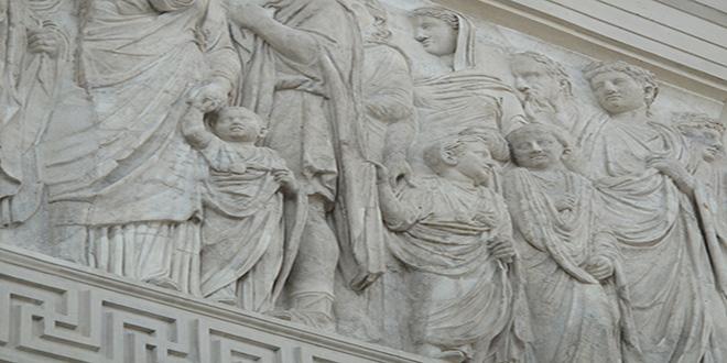 Altar de la Paz. Es uno de los pocos monumentos imperiales romanos que muestra a niños
