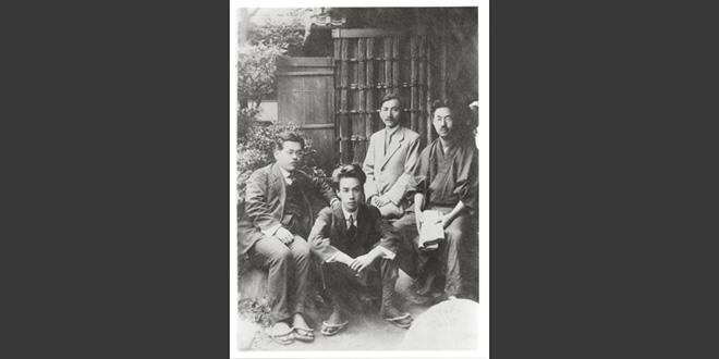 Fotografía tomada en 1919. Akutagawa es el que está sentado en el centro