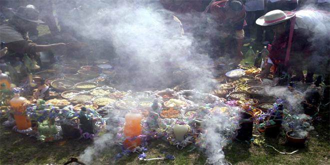 Ofrendas a Pachamama. Parque Lezama, encuentro de la Tupac Amaru, las cholitas simeones