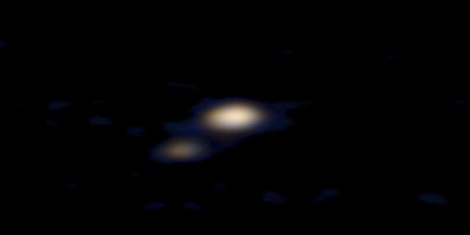 Plutón y su luna Caronte desde la New Horizons