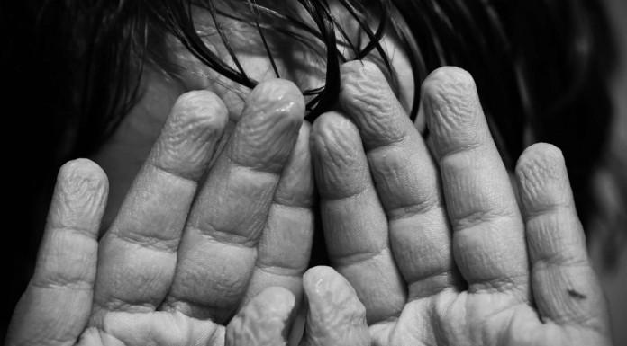 Sal del agua que se te arrugan los dedos Descubre por qué