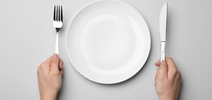Saltarse las comidas nos ayuda a adelgazar