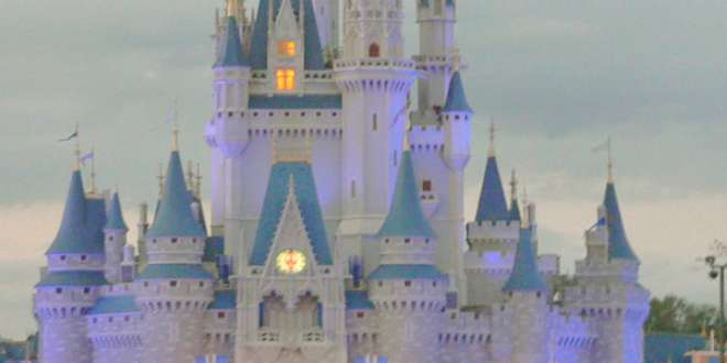 El castillo de la Cenicienta en Walt Disney World Resort, Florida.