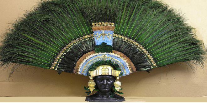 Fotografía del famoso penacho de Moctezuma.