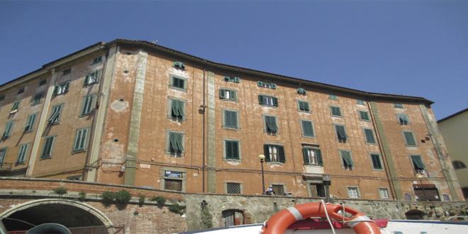 Antiguo orfanato en Livorno, Italia, hoy abandonado