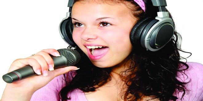 Nuestro cerebro intenta recordar la canción repitiéndola