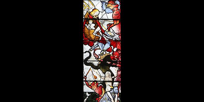 Vitral medieval restaurado de la iglesia parroquial de Fairford