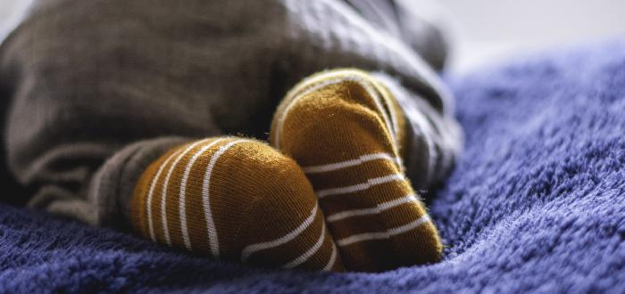 Dormir con calcetines bebés
