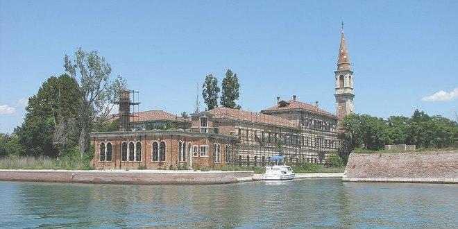 La isla de Poveglia en Venecia