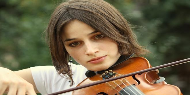 chica con violin persona altamente sensible (Copy)