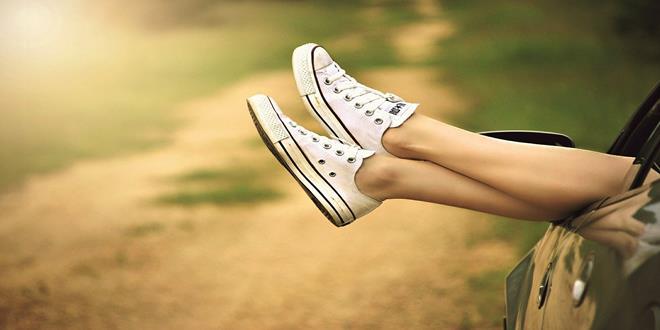 pies por ventana de una persona feliz (Copy)