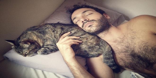¿Y si duermes con tu mascota? Las mascotas nos ayudan a dormir mejor