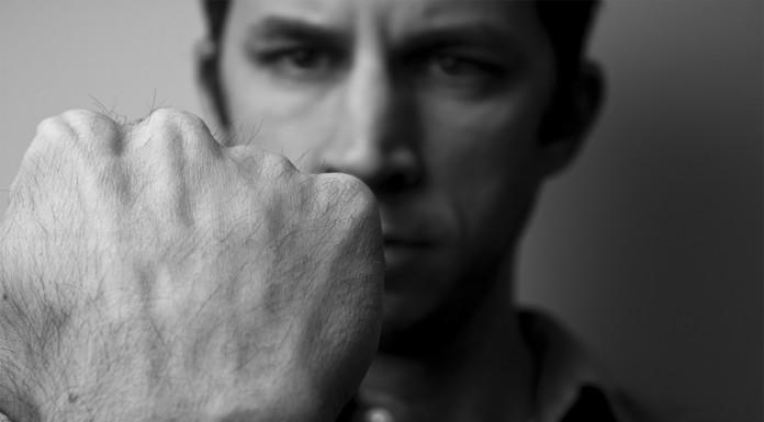 Tronarse los dedos, ¿bueno o malo para la salud?