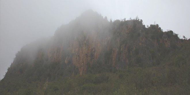 Paisaje montaña ataúdes colgantes China