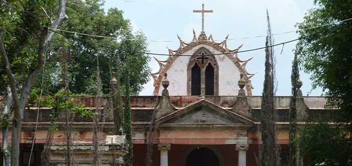 el cementerio de la leyenda del arbol del vampiro