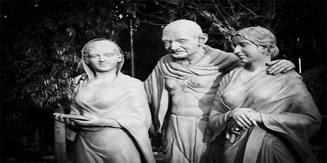 Estatuas de Gandhi, Manu y Abha