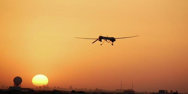 avion en paisaje amaneciendo