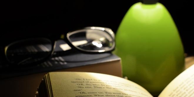 libro-frente-a-unas-gafas