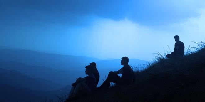 personas en una montaña