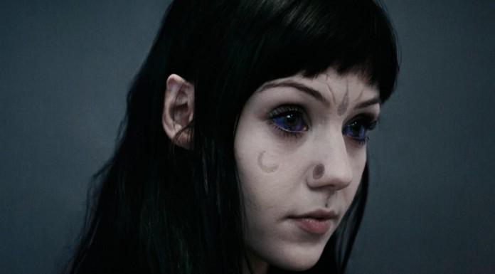 Grace Neutral la chica que dice ser un alienígena