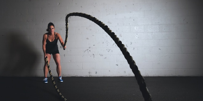 mujer-con-cuerdas