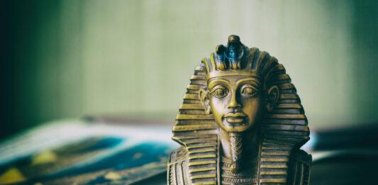 La daga de Tutankamón, Un arma hecha con materiales de otro mundo