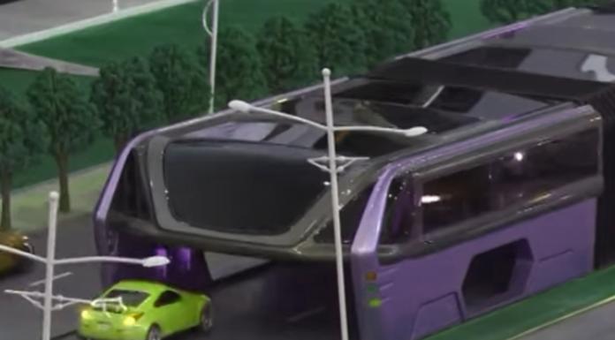 ¡Este autobús futurista puede conducir sobre los otros coches!
