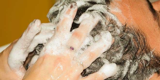 ¿Con qué frecuencia se debe lavar el cabello?