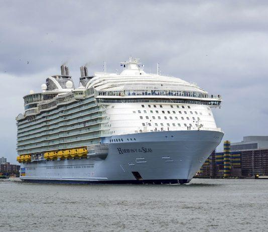 Ya navega el crucero más grande de la historia