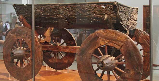 La extraordinaria historia del barco de Oseberg, la tumba escondida de una reina vikinga