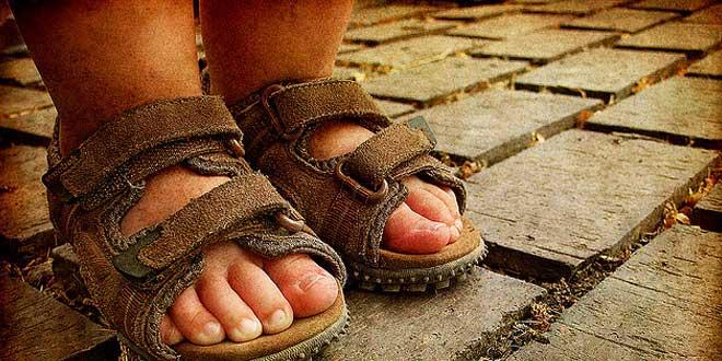 3 posibles causas por las que se te hinchan los pies