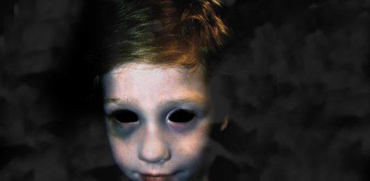 Los inquietantes niños de ojos negros