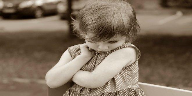 niña triste