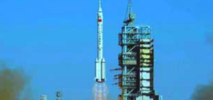 El astronauta chino que oyó algo golpear su nave espacial, pero no había nada.