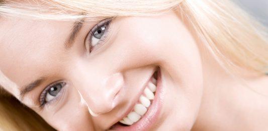 Trucos naturales para blanquear tus dientes en casa - Supercurioso