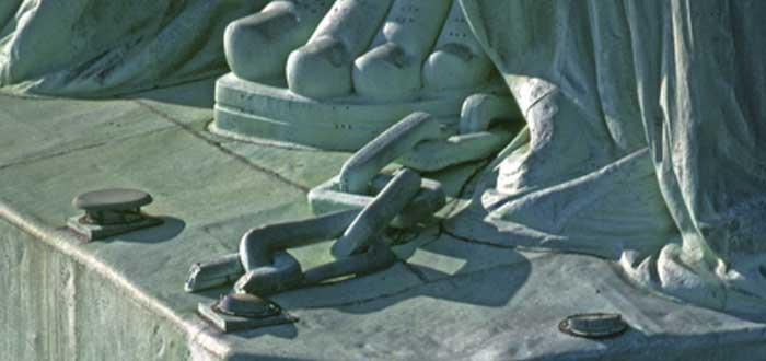 El significado de la cadena rota a los pies de la Estatua de la Libertad